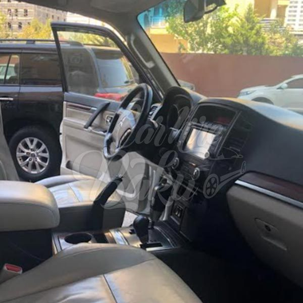 Mitsubishi Pajero / SUV class rental cars in Baku, Azerbaijan